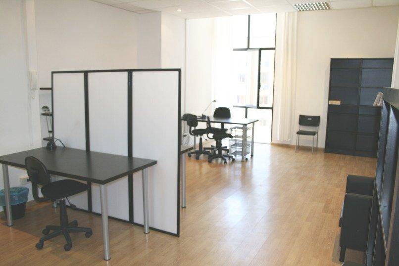 Ufficio arredato 6 postazioni di lavoro gruppi di lavoro for Mobili ufficio napoli