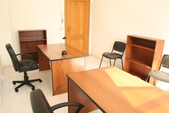 Ufficio arredato 170 mq postazioni di lavoro gruppi di for Centro ufficio