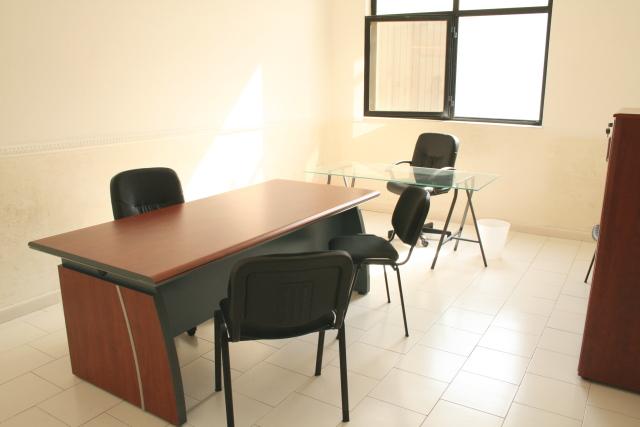 Ufficio arredato 170 mq postazioni di lavoro gruppi di for Arredamento uffici napoli
