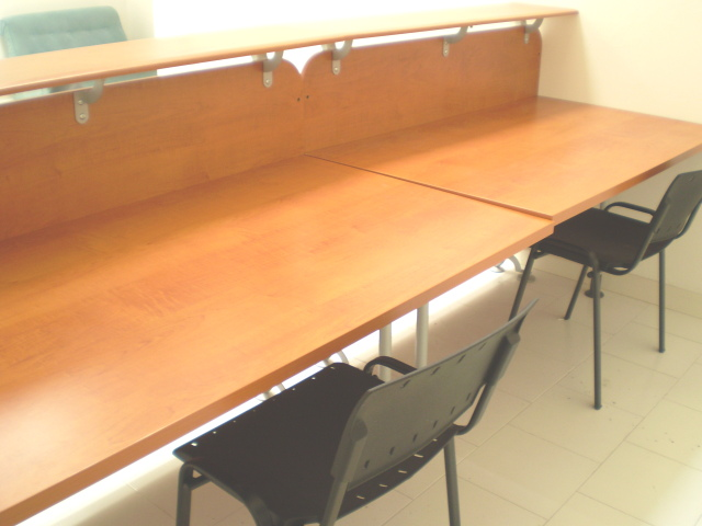 Ufficio arredato 4 6 postazioni di lavoro gruppi di for Ufficio lavoro